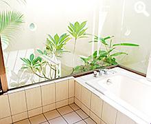 沖縄リゾート気分のバスルーム
